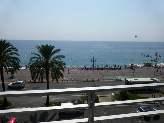 Mercure Nice Promenade des Anglais: View of beach from Mercure Nice