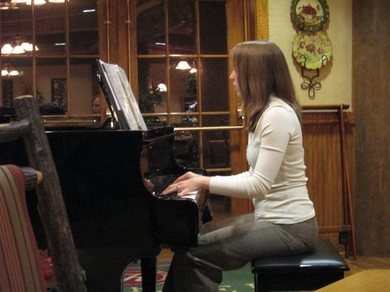Dobyns Dining Room: Piano player - student