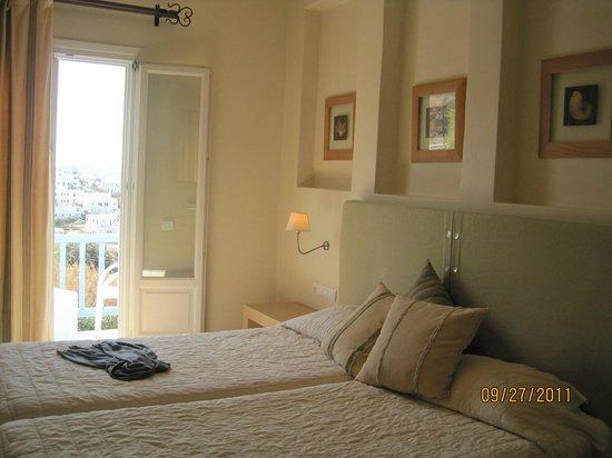 Vencia Hotel: Serenity in a room