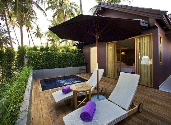 Mercure Koh Samui Beach Resort: Sundecks & Private Jacuzzi - One Bedroom Villa