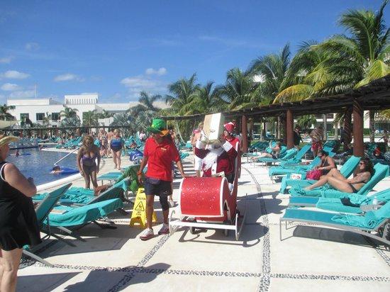 Secrets Silversands Riviera Cancun: Santa arrives, Christmas Day