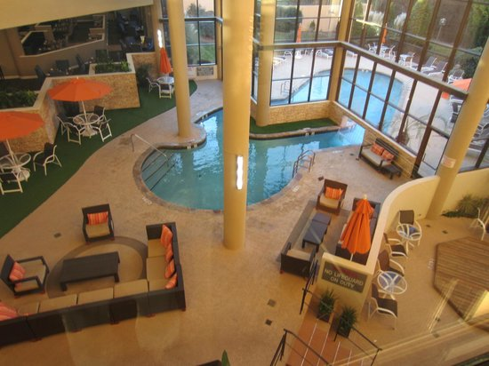 Sheraton Charlotte Airport Hotel: Indoor/Outdoor pool