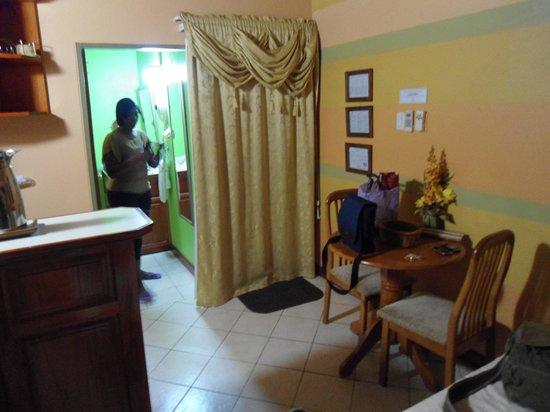 Native Abode : bedroom