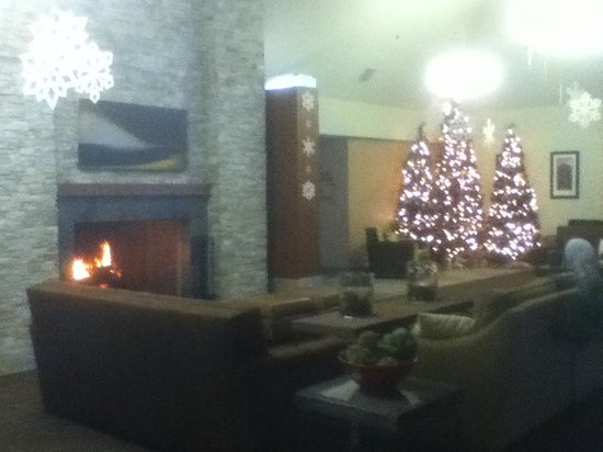 Resort at The Mountain, BW Premier Collection : More lobby. Fire built up this time, but not always kept blazing.