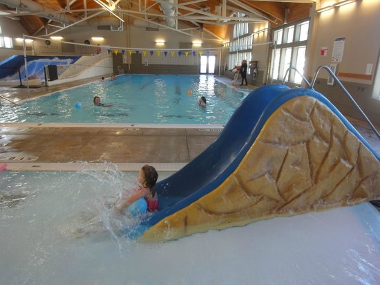 Mavericks at Sunriver: Kiddie pool and larger pool at Mavericks