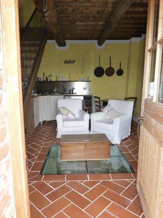 Il Pero: Lounge/dining/kitchen