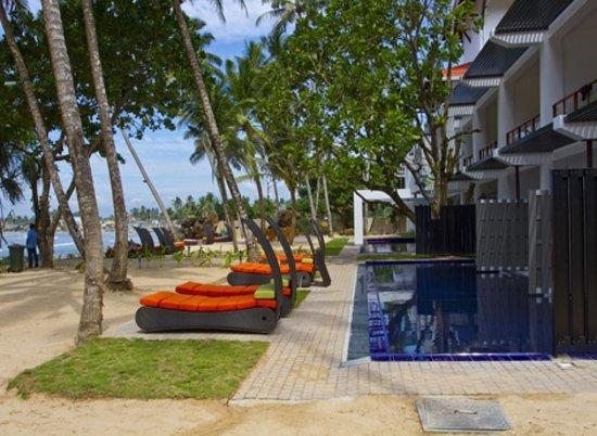 CoCo Bay Unawatuna: Swimming pool