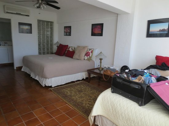 Marina Sol Resort: Master bedroom, queen and a single,