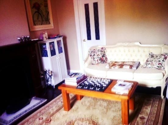 The Grandhouse York B&B: sitting room grand cottage