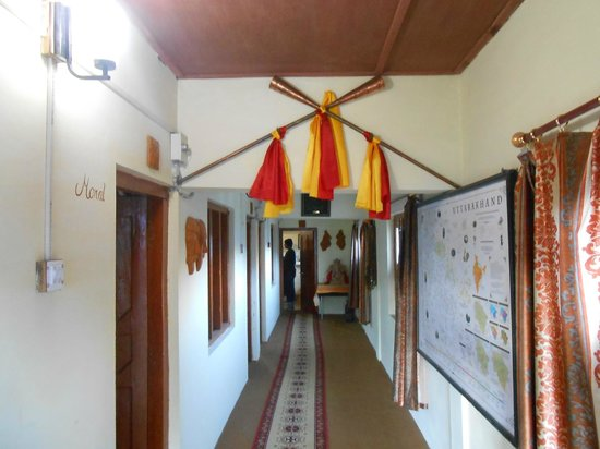 Shepherd's Lodge Devi Darshan: lobby view
