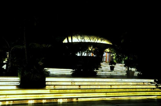 Vivanta by Taj Bekal: entrance to Ivory bar