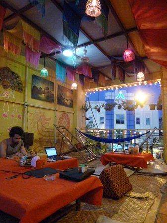 Golden Fish Guesthouse: レストラン・リラックススペース1