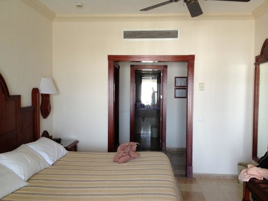 Hotel Riu Vallarta: Our Very Clean Comfortable Room