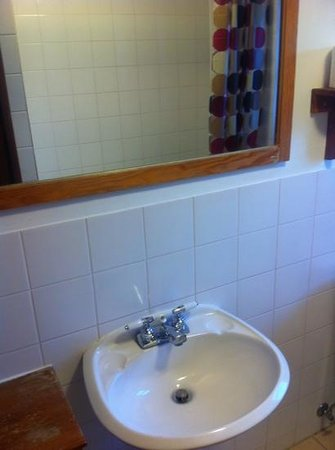 Rocky Mountain B&B: ..bathroom 1 on second floor