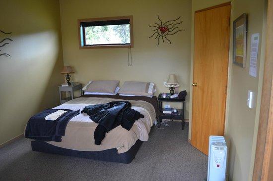 Catlins Kiwi Holiday Park at McLean Falls : Inside of room