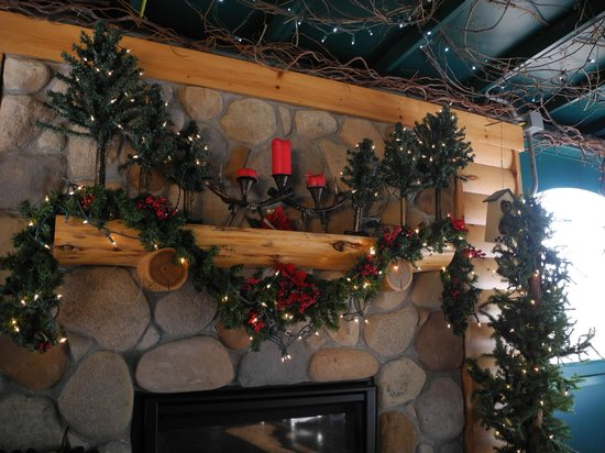Lodge at Grant's Trail by Orlando's: Unexpected fire place on an enclosed patio