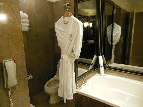 Belmond Miraflores Park: Bathroom