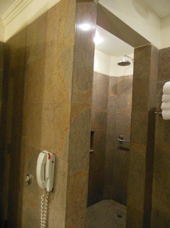 Belmond Miraflores Park: Shower