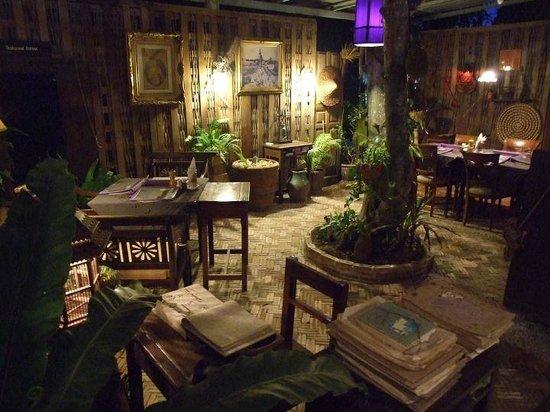 Hin Lek Fai Restaurant: Atmosphere .....nice....