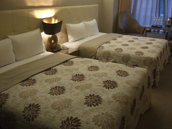 Kaohsiung Ahotel : Room with 2 queen beds