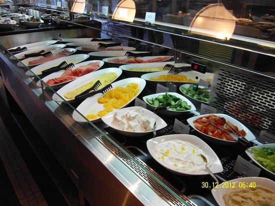Premier Inn Abu Dhabi Capital Centre Hotel: Breakfast
