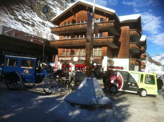 Sunstar Style Hotel Zermatt: The Entrance of main train station at Zermatt