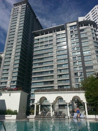 Hotel Istana: Poolside @ Istana