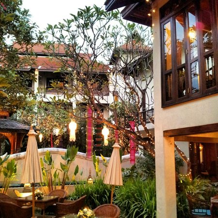 Puripunn Baby Grand Boutique Hotel : Amazing light up in the evenings