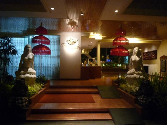 Parigata Resort & Spa: Entrance to the lobby