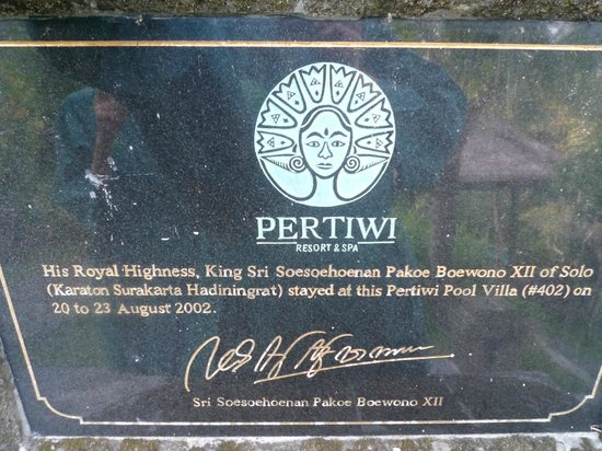 Pertiwi Resort & Spa: In front of the pool upgrade room 204