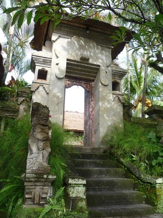 Pertiwi Resort & Spa: Love this front entryway to the hotel