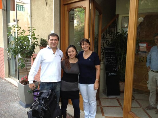 Hotel Savoia: With the lovely owners of Savoia