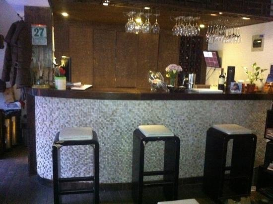 The Orchid Hotel : Small bar in open plan lounge area