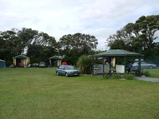 Baylys Beach Holiday Park: Bach and tent area