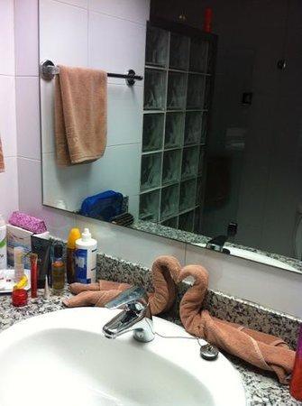 Hotel Riu Naiboa: горничная каждый день готовила нам сюрпризы