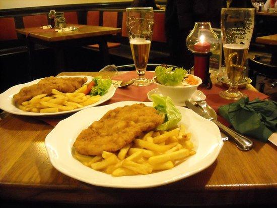 Mercure Grand Hotel Biedermeier Wien: Schnitzel at WEISSGERBERSTUBE