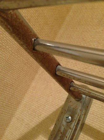 The Beverly Hilton : Lovely towel rack, broken and covered with rust.