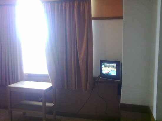 Cloud 9 Hotel Resort : big room with small tv