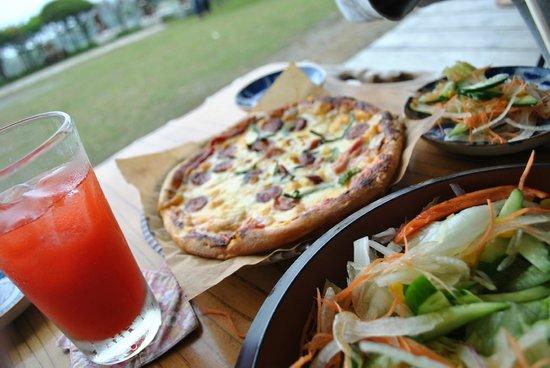Kajinho : ピザ!サラダ!アセロラジュース!(また食べたい・・・)
