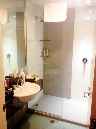 Rydges Auckland: Bathroom 1410