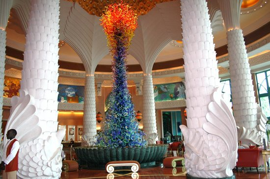Atlantis, The Palm: Glass Sculpture in foyer