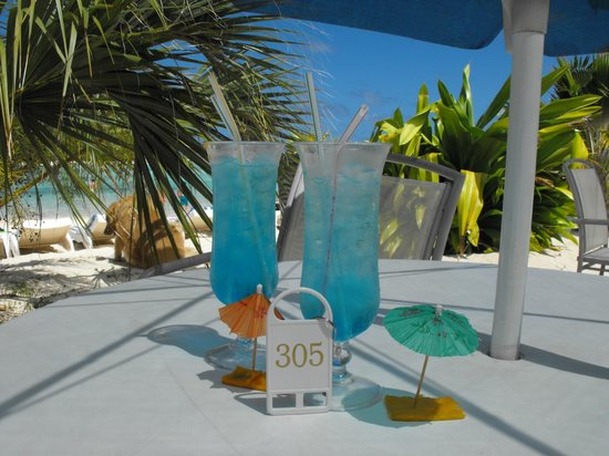 Muri Beach Club Hotel: Blue Cocktails