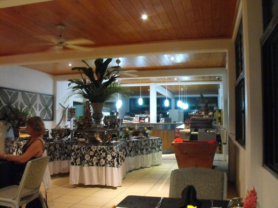 Muri Beach Club Hotel: Food area