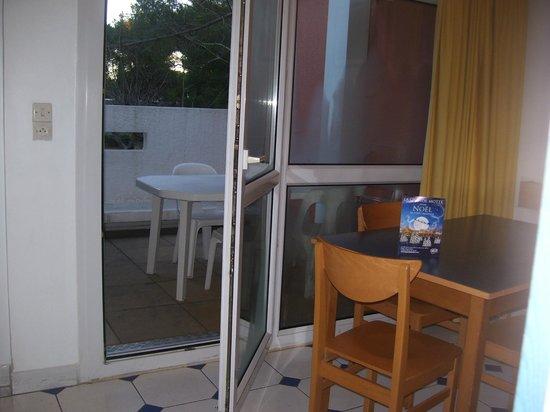 Maeva Résidence Les Terrasses du Parc : entre la salle à manger et la terrasse(sans vis à vis)