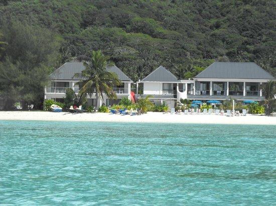 Muri Beach Club Hotel : Muri Lagoon looking back at resort