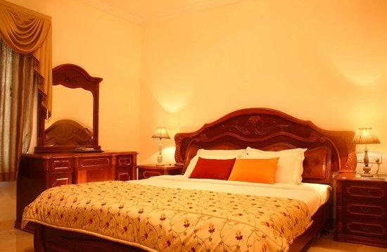 Executive Comfort Lloyds Road: Deluxe Room Type 2 Queen Size Bed