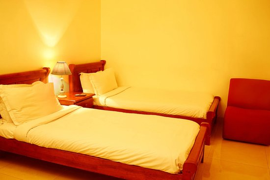 Executive Comfort Lloyds Road: Deluxe Room Type 3 Twin Bed Room