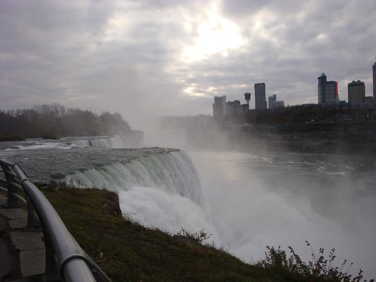 Quality Hotel & Suites At the Falls: Awesome American Falls