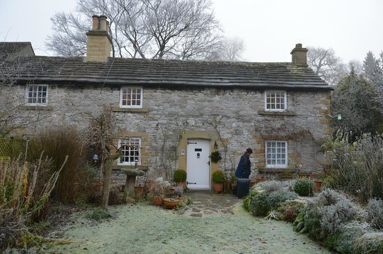 Castle Hill Farm House: view from the garden during winter.