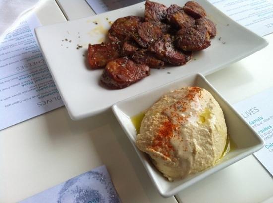 Mezepoli Meze Wine and Bar : humus and churizo